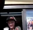 【動画】マクドナルド ドライブスルーで客にドリンク投げつける