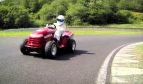 【衝撃】  最速213kmの芝刈り機  ホンダ製品の改造機    海外の反応