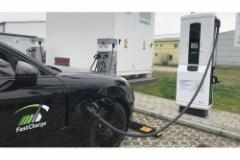 ポルシェ、EVの急速充電の実験に成功!100km走行分を3分で充電可能に