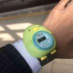【衝撃画像】娘からプレゼントされた時計を着けて出社するお父さんの姿がヤバい・・・
