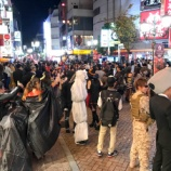 『今晩もまだまだハロウィーン!!今晩(10/30)の有楽街も仮装した人々で賑わっている模様』の画像