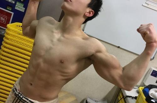 【画像】男ならこれくらいの筋肉は欲しいよな??のサムネイル画像