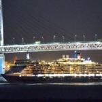 【動画あり】豪華客船クイーン・エリザベス(高さ56.6m)が横浜初入港、ベイブリッジ(海面から橋下まで55m)をすれすれ通過
