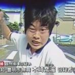 【悲報】無職さん、発狂して車のフロントガラスを叩き割り逃走するも、親に連れられて出頭し、逮捕wwwww