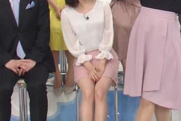 川島海荷さんスカートの中のパンティー