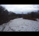川が凍る→暖かくなる→一瞬で氷塊で川が詰まる→氾濫