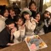 【悲報】横山ゆいはんの誕生日パーティーの写真に男が写り込んでしまう 【緊急事態】