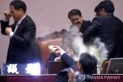 韓国、米とのFTA非公開採決により批准承認。国会はもみあい有り、催涙ガス噴射あり