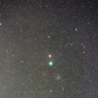 『北極星に接近中のラブジョイ彗星&分子雲』の画像