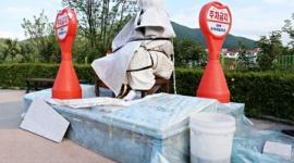 【韓国】慰安婦像、布団を巻き付けた状態で放置される…「まるで醜いものを扱うかのよう」と批判の声