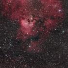 『ケフェウス座のクエスチョンマーク星雲(NGC7822)』の画像