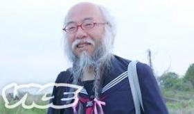 【変態日本】    日本のセーラー服おじさん(50)に、世界が驚愕!!  海外の反応