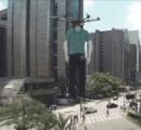 【動画あり】 ブラジルでドローンを使った宣伝方法が狂ってると話題に! どうみてもホラー
