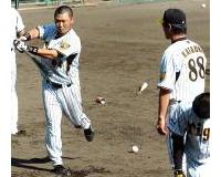 阪神片岡コーチ「逆フラミンゴ打法」導入