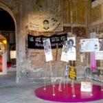 【ドイツ】慰安婦像だけでなく「昭和天皇を木に縛り付けて処刑する絵」も展示していた!