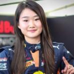 【画像】世界よ...これが日本の美人レーサーだ  震えるがいい