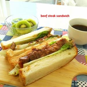 朝から食べ応え十分!牛ステーキサンドイッチ
