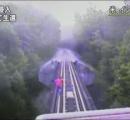 【動画】列車と線路の隙間逃げ込み危機一髪の生還...鉄道会社が映像公開 - インディアナ州