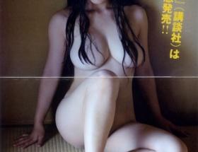 """バストトップにあるはずのものがない!紗綾の過激写真集に""""疑問""""が続出"""