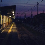 『電車に乗ってきた幽霊「満面の笑みで見つめる女性」』の画像