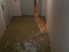 【台風19号】 停電断水のタワーマンション、住民同士が喧嘩を始める ⇒ 結果wwwwwww