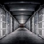 「服役中よりも大変」刑務所からの出所者が一般企業の労働時間にモチベーション低下