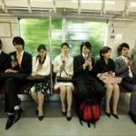 電車で隣に若い女が座ってくるとテンション上がる奴www