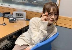 色白w 山崎怜奈、丸メガネ&白セーター姿が可愛い・・・wwwww