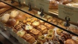 派遣ワイ、パン工場でつまみ食いがバレる