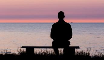 【悲報】30過ぎたら友達ともどんどん疎遠になってくぞ、独身だと孤独感で死にそうになるぞ