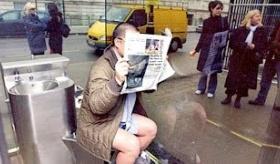 【世界の日本】   日本の 間違った文化を伝える 外国人ユーチューバー。日本には 透明ガラス張り のトイレがあるぞ!!  海外の反応