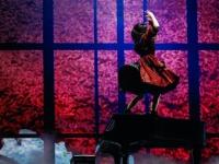 【欅坂46】ピアノの上で魅せる平手友梨奈がカッコよすぎる件 ※画像あり