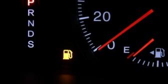 【イラッと】彼氏が車のガソリンギリギリでいつも来る。いつも半額出すんだけど頻度が多すぎてわざとやってんじゃないかと思えてきた