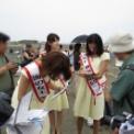 2013年湘南江の島 海の女王&海の王子コンテスト その32(サイン攻めに遭う海の女王2012)