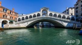 【新型肺炎】観光客減少、ベネチアの運河がきれいに透き通る