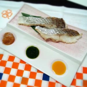 鯛のふっくら蒸し 3種のソース添え