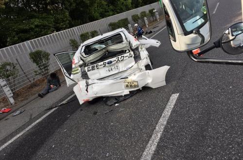 【画像】教習車が高速で煽られた結果がこちらwwwwwwwwのサムネイル画像