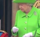 【悲報】エリザベス女王、国民の前で座り込む孫にブチ切れる