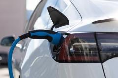 充電1回で電気自動車を2000kmも走らせるバッテリーが登場!