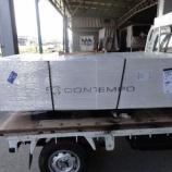 『イタリアからキングサイズのベッドフレームが到着』の画像