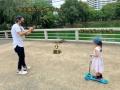 タイ在住の細貝萌、長女と公園で遊ぶ姿を公開…背後にオオトカゲ「すげぇ!!」「タイあるある」