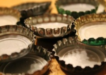 マナー講師の「瓶ビール注ぐ時はラベルを上に向けろ」という話についてなんやけどさ