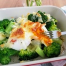 とろ~り♡【レシピ】ブロッコリーと半熟卵のチーズ焼き