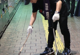 【芸能】カラテカ入江、企画会社廃業し清掃業者勤務に 渋谷でゴミ拾いに汗を流す