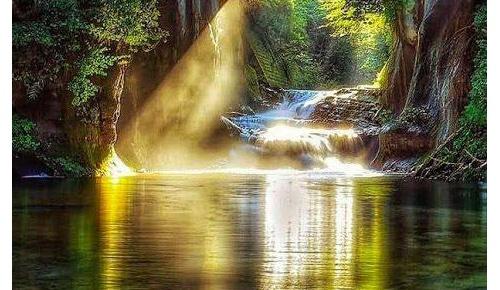 千葉県の絶景スポット「濃溝の滝・亀岩の洞窟」の画像・4K映像に海外も驚嘆「天国の一部」「魔法」