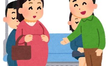 【ファッ!?】電車で目の前に妊婦マークつけた人が来たから「座りますか?」と聞いたらwwwww