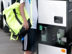 【画像】日本代表・内田の顔がバスのドアにめり込んでる写真が話題www