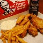 【朗報】KFCのバイト(女子大生)が憂さ晴らしにポテトを舐めまわして客に提供