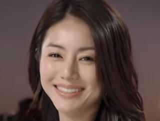 【画像】女優 井川遥(45歳、既婚、子供2人)、すっぴん寝顔ショットを公開