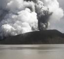 南太平洋バヌアツのアオーバ島 噴火活動激化で島民5000人が脱出